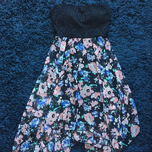 Almost Famous Dresses & Skirts - Almost Famous Floral Flowy Dress